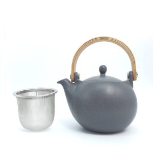 Miyama: Craftsman-made tea pot Black