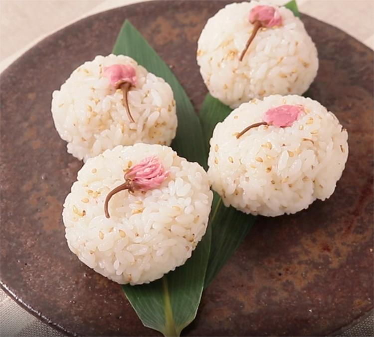 Sakura onigiri recipe